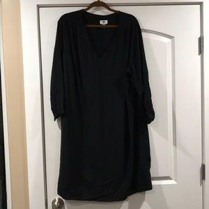Black Long-sleeve Shift Dress